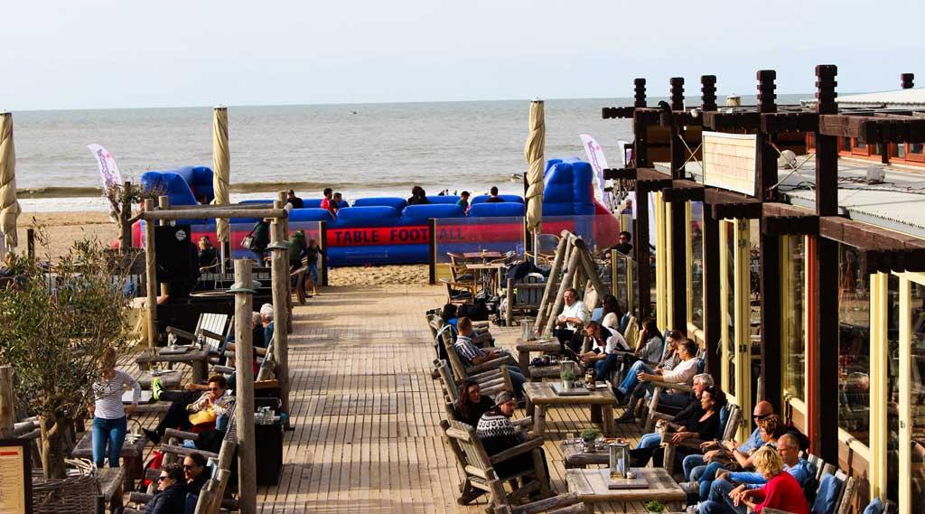 levend-tafelvoetbal-op-het-strand - kopie