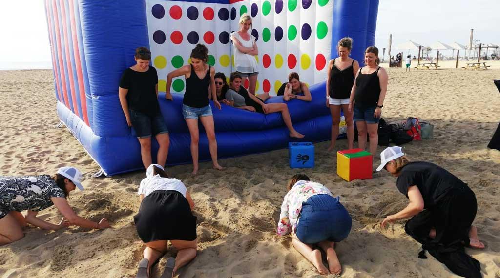 vrijgezellenfeest-vrouwen-scheveningen-tijdens-beach-twister